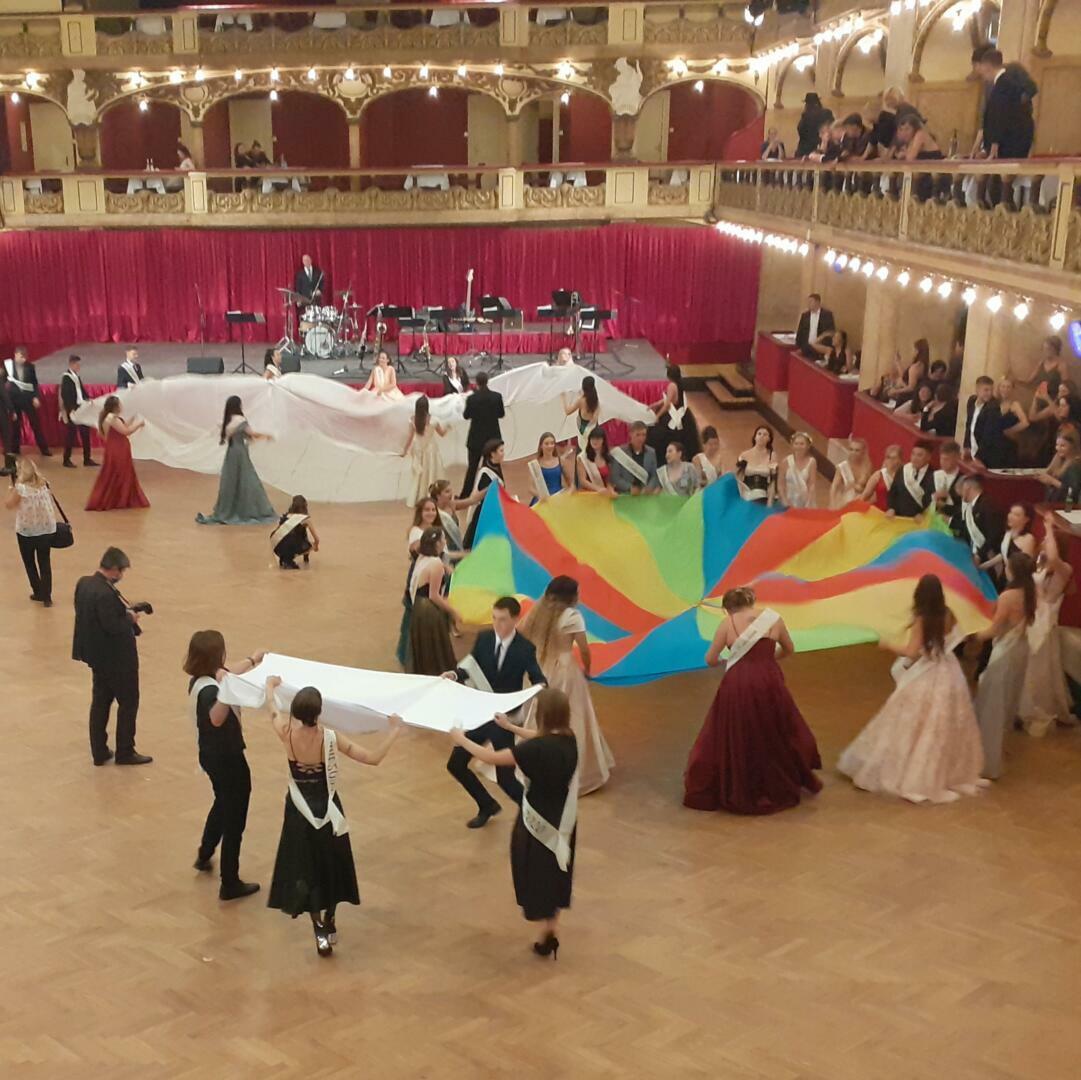 Maturitní ples zrušen