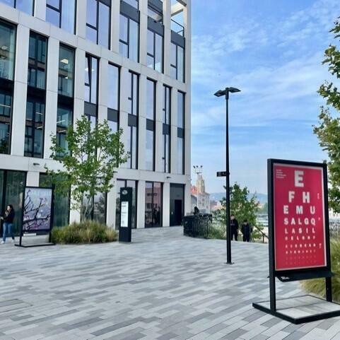 Výstava fotografických a grafických prací – Churchill Square